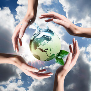 recycled elements in the hands © Romolo Tavani – fotolia.com